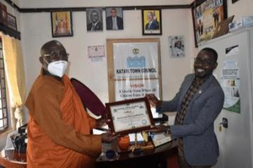 Mayor Appreciates Bhante's for His Work in the Community